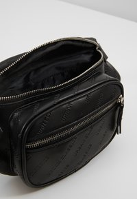 Urban Classics - SHOULDER BAG - Ledvinka - black - 4