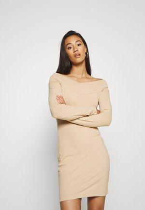 BASIC - OFF-SHOULDER MINI LONG SLEEVES DRESS - Pouzdrové šaty - cuban sand