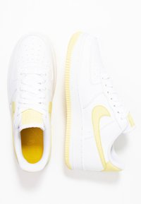 Nike Sportswear - AIR FORCE 1'07 - Sneakers - white/bicycle yellow/dark sulfur - 3