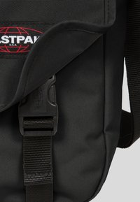 Eastpak - CORE COLORS/AUTHENTIC - Across body bag - black - 5