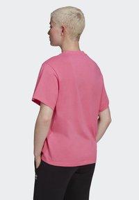 adidas Originals - T-SHIRT - Print T-shirt - sesopk - 1