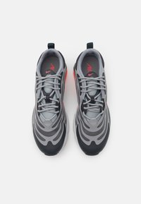 Nike Sportswear - AIR MAX EXOSENSE UNISEX - Sneakers - particle grey/bright crimson/anthracite/photon dust/iron grey - 3