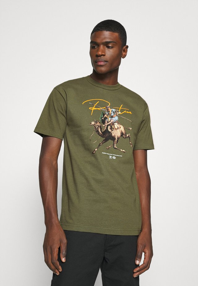WARRIOR TEE - T-shirts med print - military green