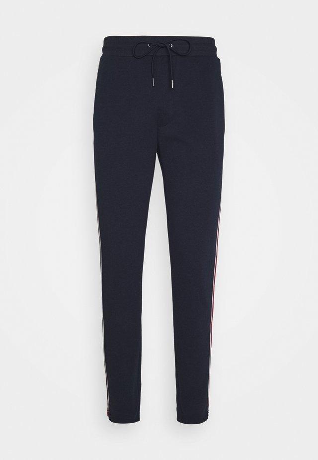 MIX LOGO TAPE TRACK PANT - Pantalon de survêtement - midnight