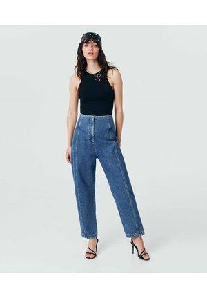 Flared Jeans - l.indigo