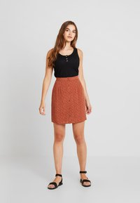 Object - Mini skirt - brown patina/white - 1
