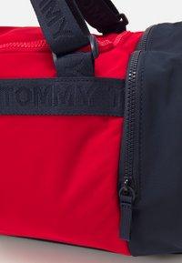 Tommy Hilfiger - CORPORATE CONV BACKPACK DUFFLE UNISEX - Sports bag - dark blue - 3