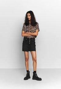 Calvin Klein Jeans - MID RISE MINI SKIRT - Jeansskjørt - black shank - 1