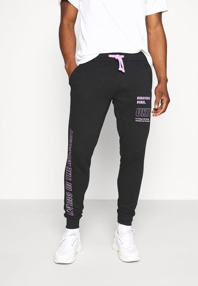 LOGAN PANTS - Pantalones deportivos - black