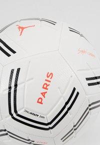 Nike Performance - PARIS ST GERMAIN - Fodbolde - white/black/infrared - 3