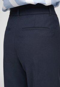 s.Oliver BLACK LABEL - MIT BÜGELFALTEN - Trousers - dark blue - 5