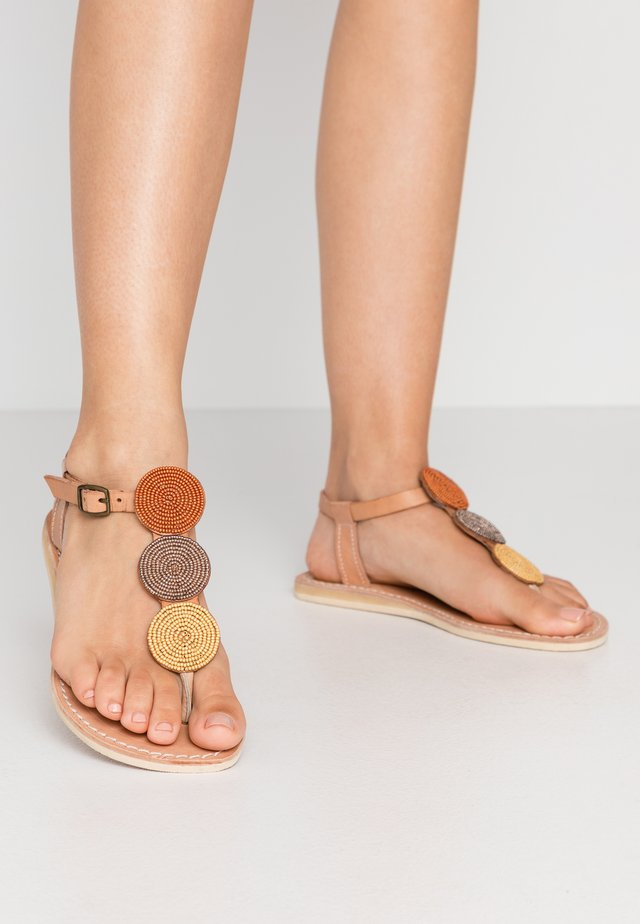 ISKO FLAT - T-bar sandals - light brown/metal gold rust