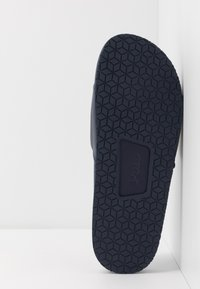 Polo Ralph Lauren - CAYSON  - Pantofle - newport navy/gold - 4