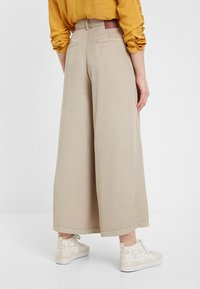 Desigual - PANT_PEACE - Spodnie materiałowe - brown - 1