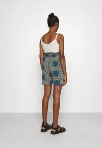 Vero Moda - VMSAGA  - Shorts - birch - 2