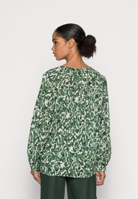 Marc O'Polo - BLOUSE LONG SLEEVE SLIT IN - Blouse - green/white - 2