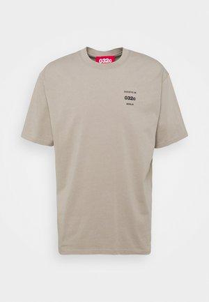 032C X ZALANDO UNISEX - Print T-shirt - greyish