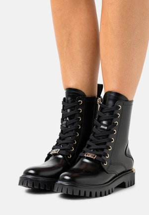 POLISHED LACE UP BOOT - Veterboots - black