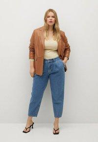 Violeta by Mango - MIT MITTELHOHEM BUND - Jeans relaxed fit - mittelblau - 1