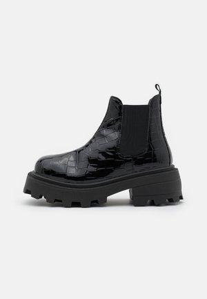 KYLIE CHELSEA SQUARE TOE BOOT - Platform ankle boots - black