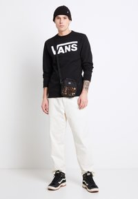 Vans - MN MUNICIPLE PANT - Trousers - antique white - 1