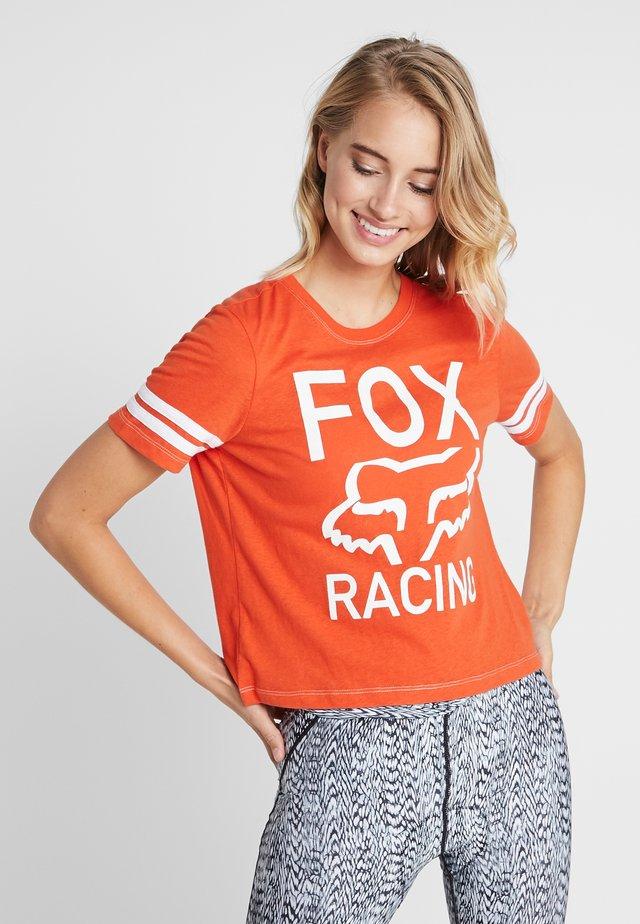 ESTABLISHED TEE - T-shirt con stampa - orange