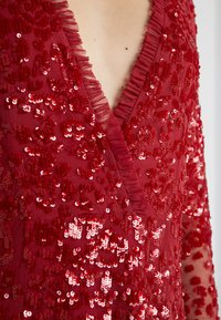 Needle & Thread - AURORA V-NECK GOWN - Abito da sera - cherry red - 5
