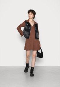 Fashion Union - JEN - Gebreide jurk - chocolate brown - 1