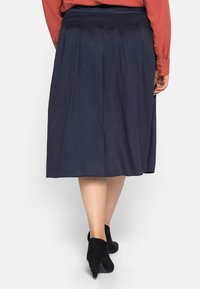 Sheego - Pleated skirt - nachtblau - 2