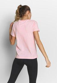 Champion - CREWNECK - T-Shirt print - pink - 2