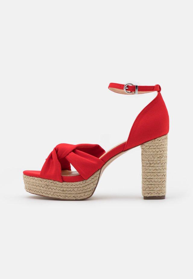 LUNA - Sandály na vysokém podpatku - red