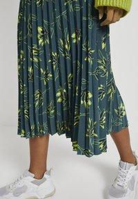 mine to five TOM TAILOR - Pleated skirt - deep green leaves design - 4