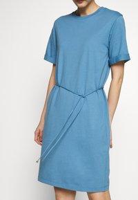 Filippa K - CREW NECK  DRESS - Žerzejové šaty - blue heaven - 3