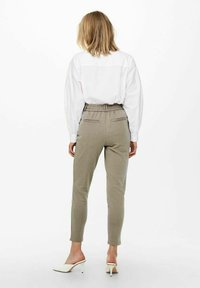 ONLY - LOOSE FIT - Tracksuit bottoms - walnut - 2