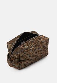 HVISK - AVER LEOPARD - Wash bag - silver/brown/multi - 2