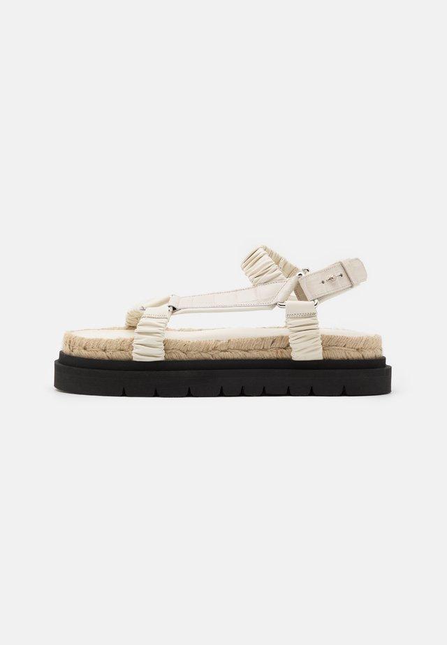 NOA STRAPPY PLATFORM SLIDE - Sandalen met plateauzool - creme brulee