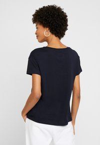 Armani Exchange - Camiseta estampada - navy - 2