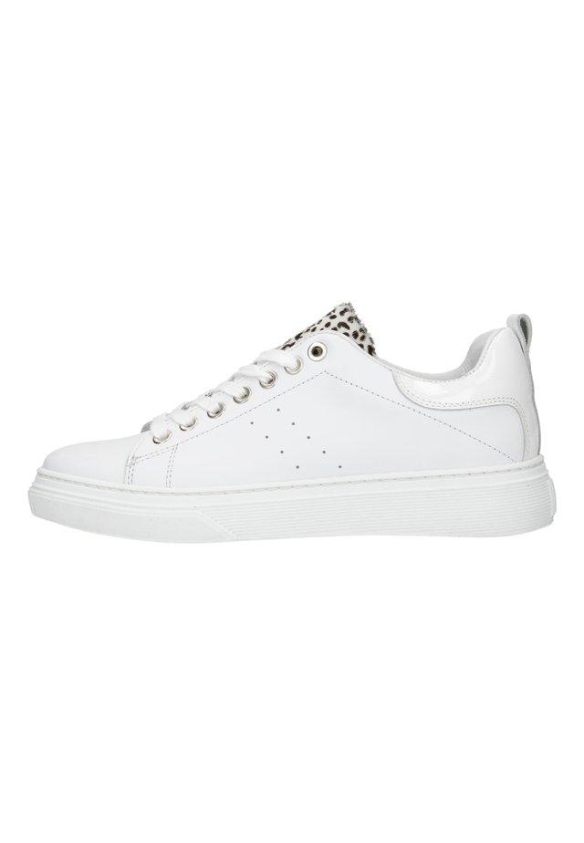 MIT GEPARDENMUSTER-DETAIL - Sneakers laag - weiß