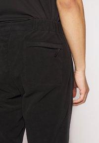 Nike SB - NOVELTY PANT - Spodnie treningowe - black/(sail) - 3