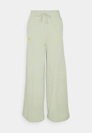 PANT - Tracksuit bottoms - olive aura