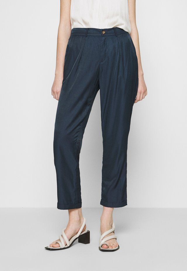 NUBLAKE PANTS - Pantalon classique - moonlite