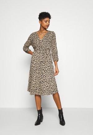 VILITIN MIDI DRESS - Jersey dress - ginger root