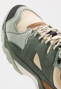 Merrell - BOULDER RANGE - Hiking shoes - foam/laurel - 5