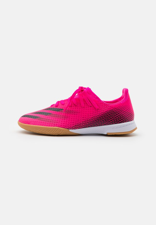 X GHOSTED.3 IN UNISEX - Indoor football boots - shock pink/core black/screaming orange