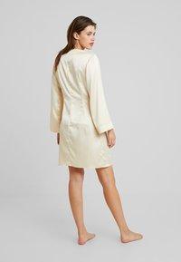 OW Intimates - AUDREY KIMONO - Dressing gown - champagne - 2