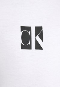 Calvin Klein Jeans - SMALL CENTER BOX TEE - Print T-shirt - bright white - 5