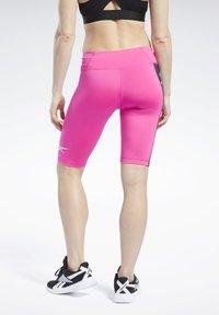 Reebok - MEET YOU THERE TRAINING 1/4 - kurze Sporthose - pink - 2