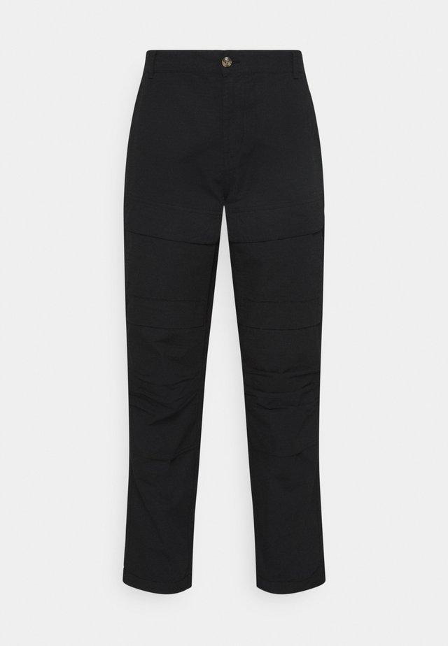 MILES PANTS - Pantalones cargo - black