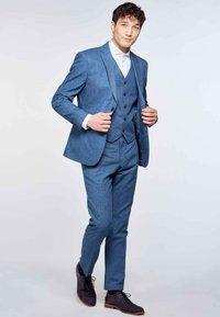 MDB IMPECCABLE - Waistcoat - blue - 1