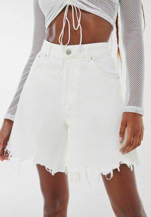 BAGGY - Szorty jeansowe - white